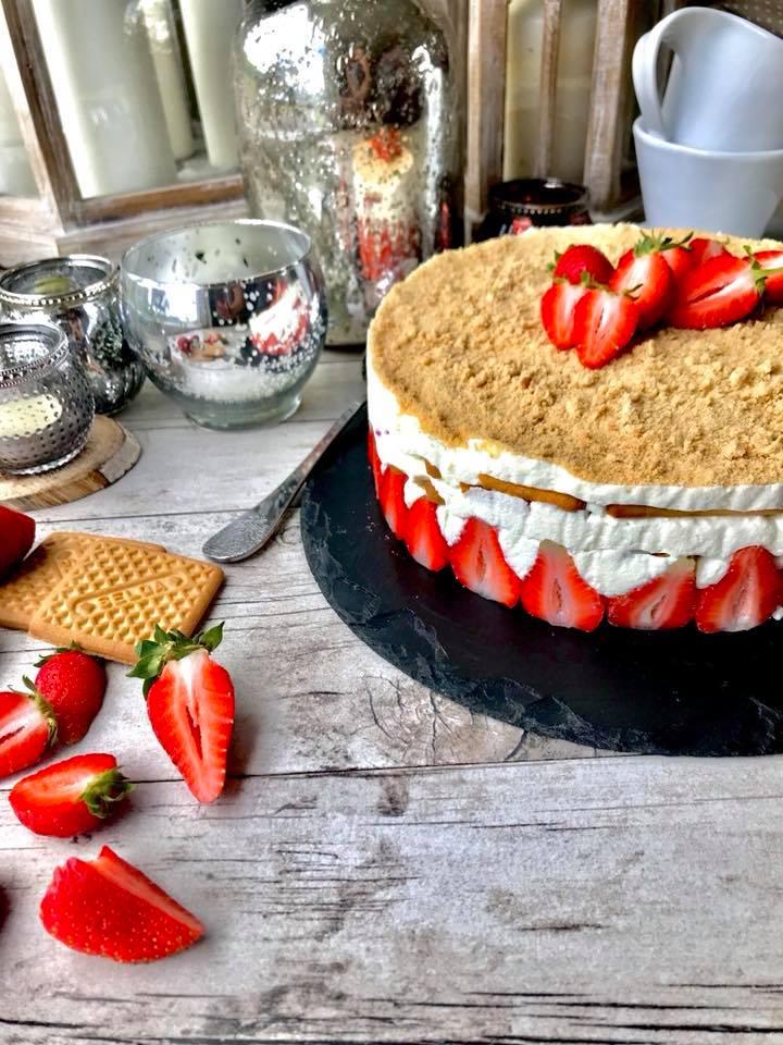 Nekeptas braškių tortas
